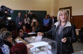 Tsacheva advierte de que Bulgaria quedará aislada si Radev se hace con la Presidencia