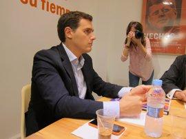 Rivera dice que su petición a Rajoy al negociar los presupuestos será que cumpla el pacto de investidura