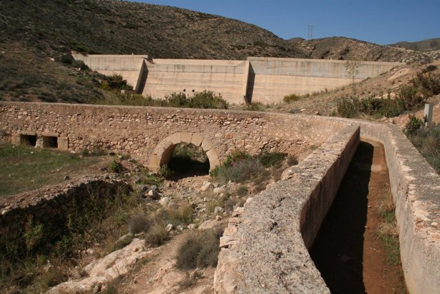 Los participantes van a visitar infraestructuras hidraúlicas en el Andarax.
