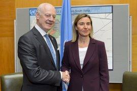 """Mogherini y De Mistura abordan cómo relanzar las negociaciones a la luz de """"dramática"""" situación en Siria"""