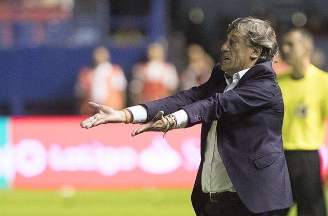 El entrenador del CA Osasuna, Enrique Martín