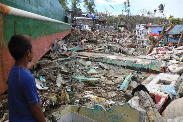 Zona dañada por el paso del tifón 'Yolanda' en Filipinas