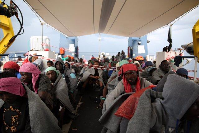 Inmigrantes rescatados por MSF en el Mediterráneo