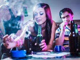 ¿Cómo afectan el alcohol y tabaco a tus dientes?