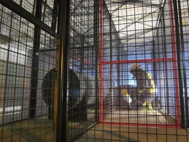 Bombero de Santander en la galería de entrenamiento del parque municipal