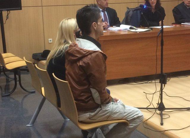 La pareja acusada durante el juicio