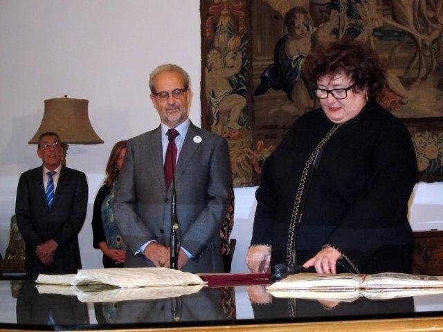 Ruipérez en la toma de posesión de la nueva directora del Centro Internacional