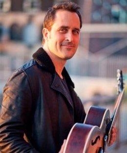 El guitarrista Jonathan Kreisbeg