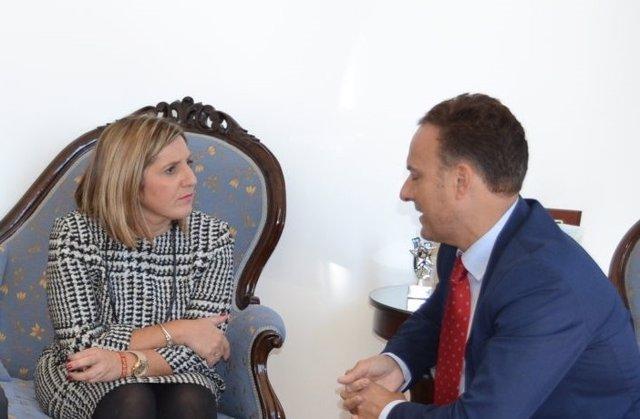 La presidenta de Diputación, Irene García, se reúne con el alcalde de El Puerto