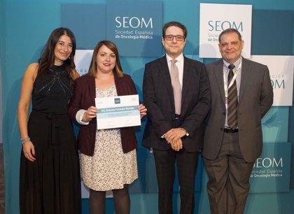 Fundación SEOM y Roche conceden dos ayudas para formar científicos españoles en centros de referencia en el extranjero
