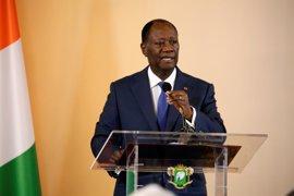 """Ouattara sanciona la nueva Constitución de Costa de Marfil con la promesa de """"paz"""""""