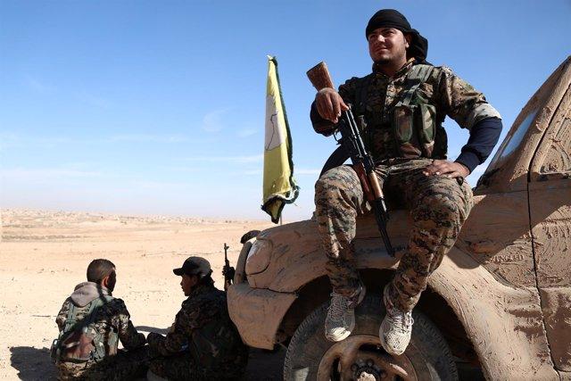 Efectivos de las Fuerzas Democráticas Sirias en asalto a Raqqa