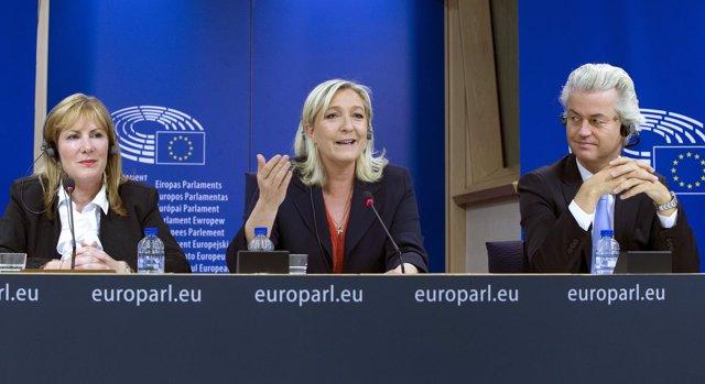 Marine Le Pen, Janice Atkinson y Geert Wilders en el parlamento europeo