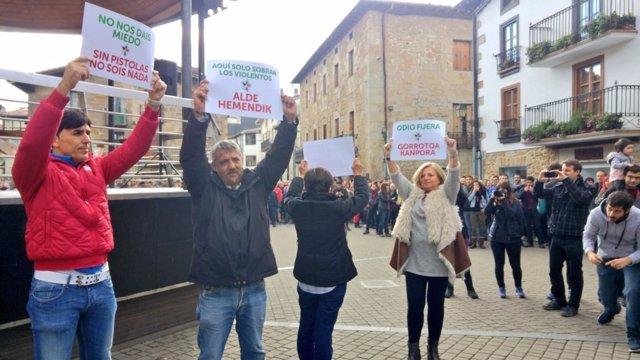 CONSUELO Ordóñez Y VÍCTIMAS Decovite EN Alsasua