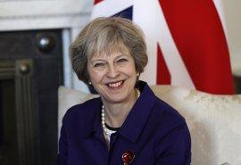 """May prevé que Reino Unido y la UE sigan siendo """"aliados fuertes"""" con Trump"""