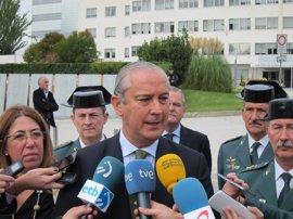 El PSOE pide explicaciones por el cuadro de Fernández de Mesa con atributos militares