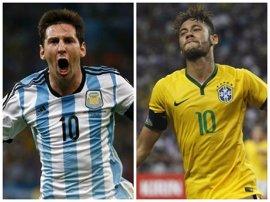 Neymar y Messi chocan camino a Rusia