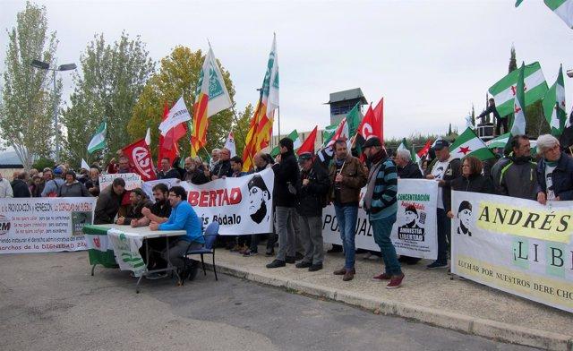 Concentración en defensa de la libertad de Andrés Bódalo ante la cárcel de Jaén.