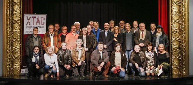 Foto de família de la Xarxa de Teatres d'Ateneus de Catalunya