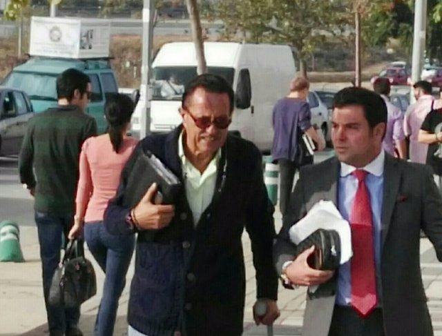 Julián Muñoz entrando en los juzgados