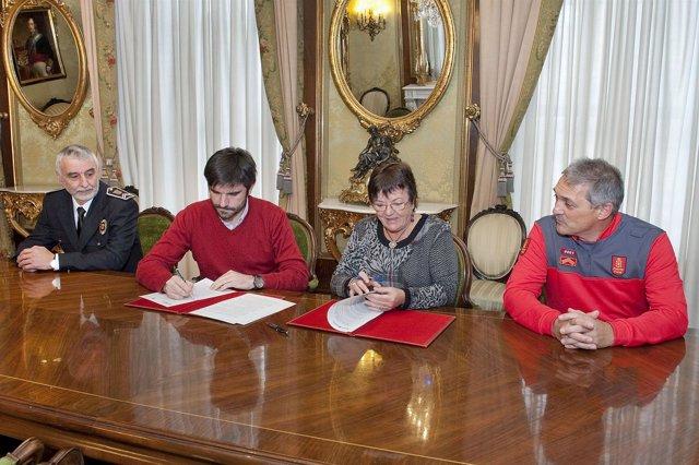 Beaumont Y El Alcalde Larrarte Firman El Convenio De Colaboración.