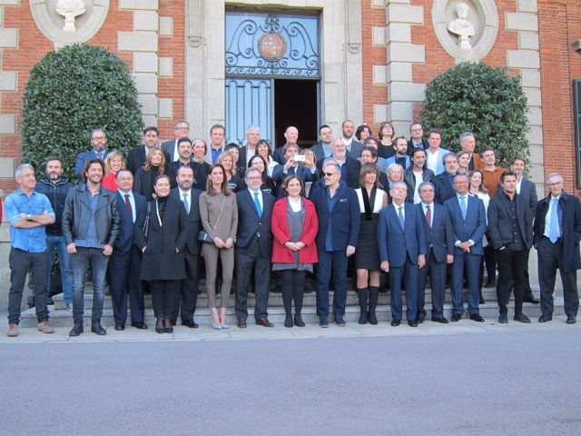Los galardonados con los 63 Premios Ondas, con la alcaldesa A.Colau