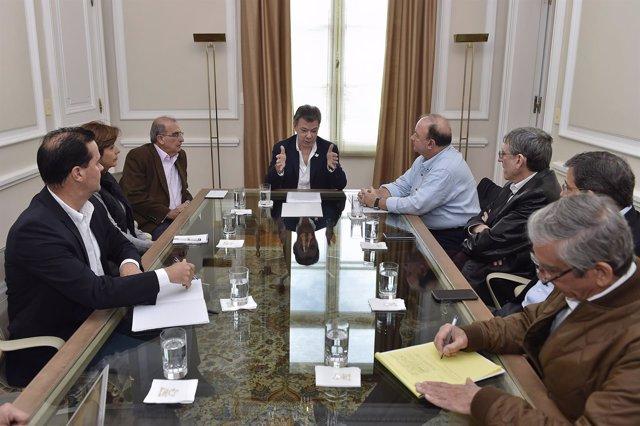 Juan Manuel Santos y los negociadores del Gobierno