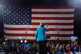 La campaña de Trump no descarta nombrar un fiscal especial para investigar a Clinton
