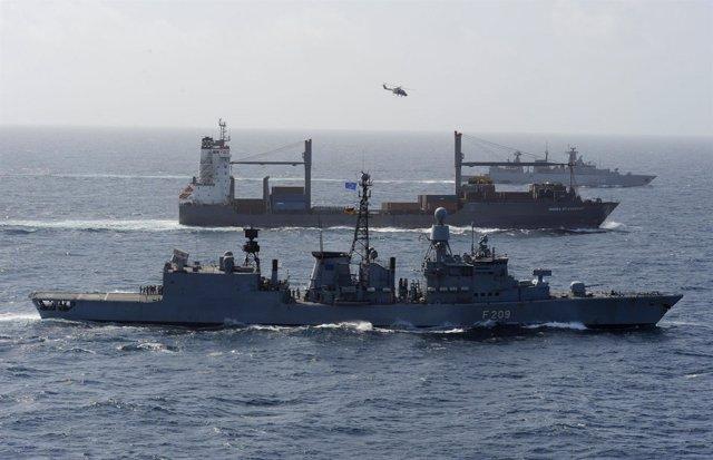 Barcos De La OTAN Escoltan A Un Carguero En El Indico, Cerca De Somalia