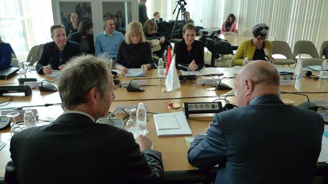 Uxue Barkos en Burdeos en reunión de la CTP.