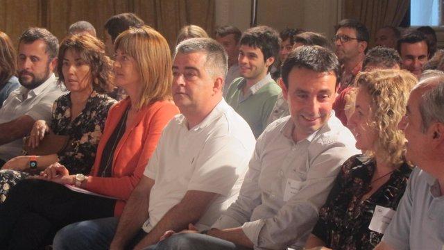 Mikel Torres, con otros dirigentes del PSE
