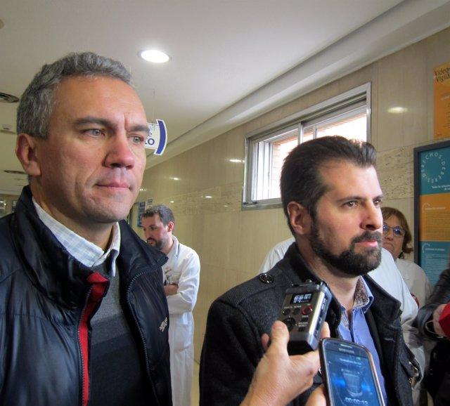 Tudanca (dcha) y Javier Izquierdo, tras entrevistarse con UGT en el Clínico.