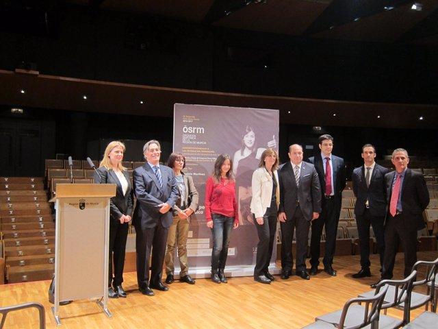 Marta López-Briones, Lina Tur, Philippe Cazeaux, y miembros de la organización