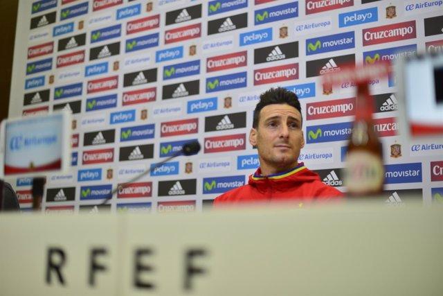 Aritz Aduriz en rueda de prensa con la selección