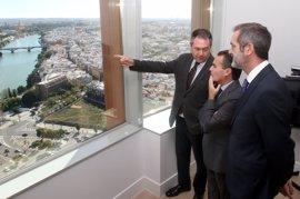 """Espadas destaca la """"manzana de oro"""" de Torre Sevilla, con la mitad de oficinas ocupadas y comercios adjudicados"""