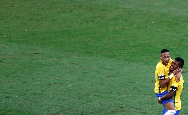 Neymar celebra gol en Mineirao