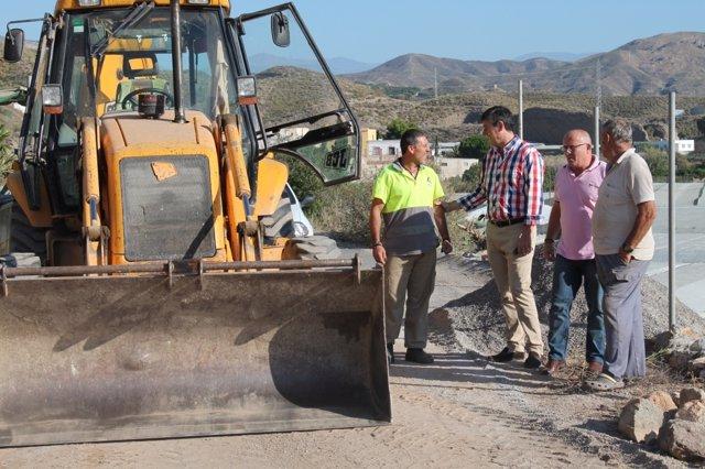 El alcalde de Adra visita las zonas afectadas