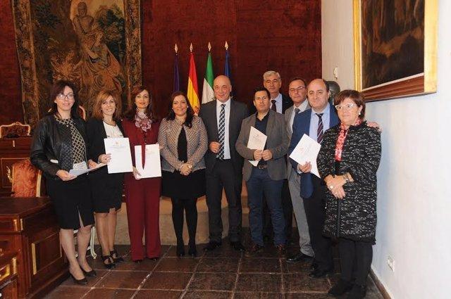 Ruiz (centro), tras la formalización de la inversión de los CIE