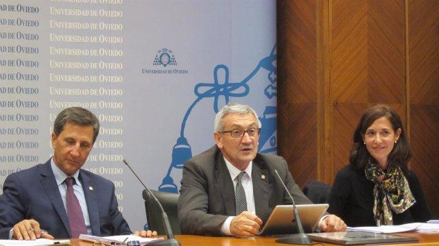 El rector de la Universidad de Oviedo y miembros de su equipo