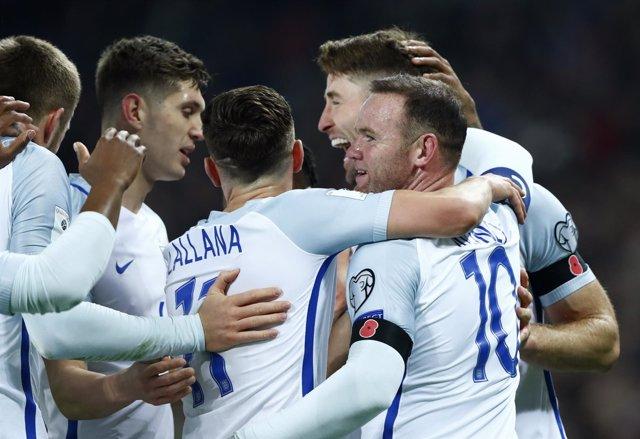 La selección inglesa celebra la victoria en su camino a Rusia 2018