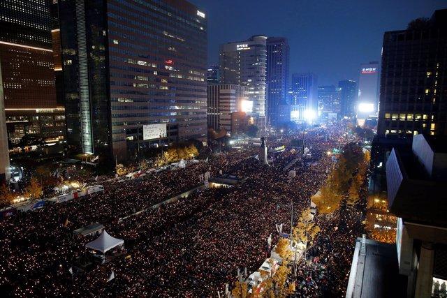 Manifestación contra presidenta en Seúl, noviembre de 2016
