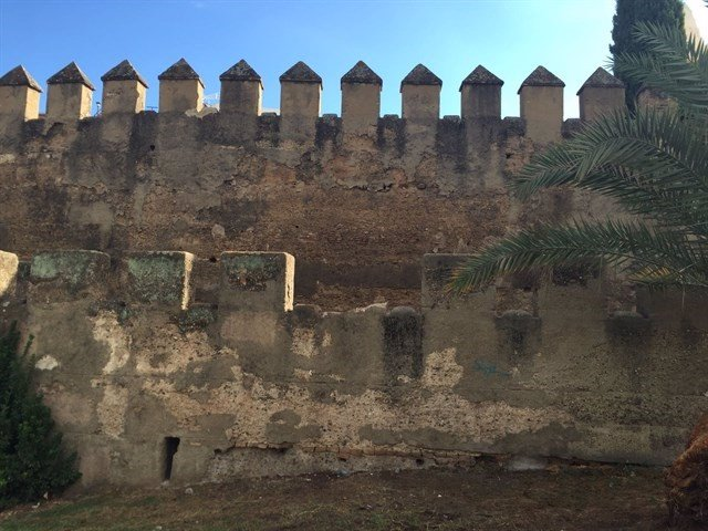 Almena desprendida de la muralla de la Macarena.