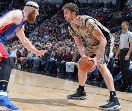 Pau Gasol lidera a los Spurs y los Sixers de Sergio Rodríguez estrenan victoria