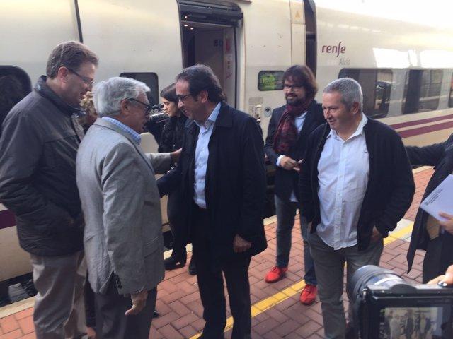 El conseller de Territorio, Josep Rull, en el Euromed con parada en l'Aldea.