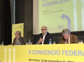 """Almunia ve en el referéndum el """"mayor regalo a la demagogia y el populismo"""""""