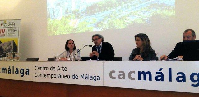 Pilar Vicente (a la izquierda), en IV Forum de Ciudades y Territorios Creativos