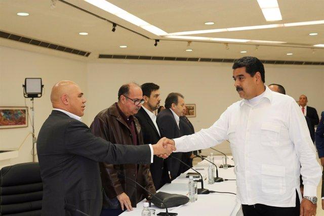 Nicolás Maduro y el dirigente opositor 'Chúo' Torrealba