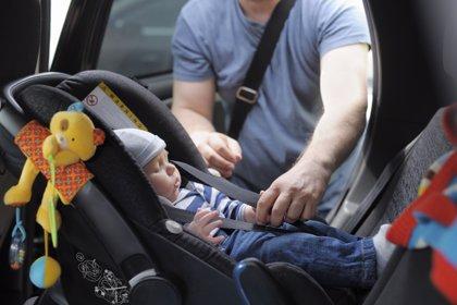 Uno de cada tres niños no usa silla infantil en el coche