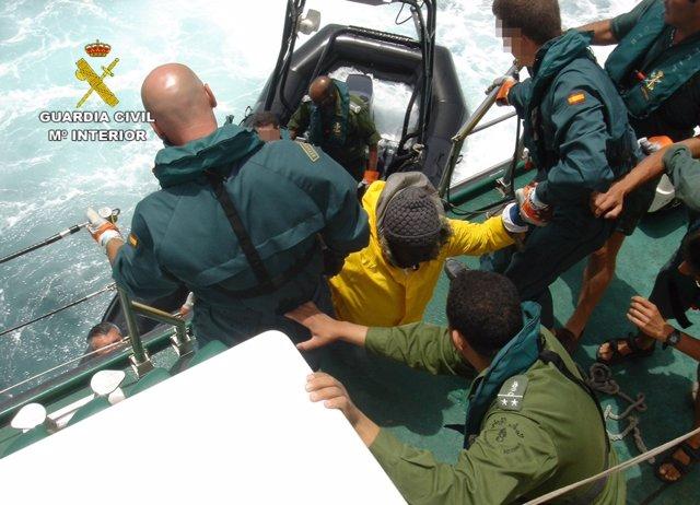 Guardia Civil en servicio para auxilio de inmigrantes en patera