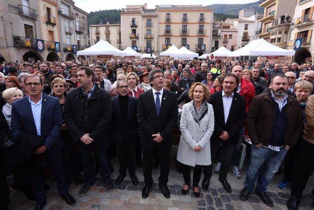 El pte.C.Puigdemont en la concentración de Amer por las instituciones catalanaas